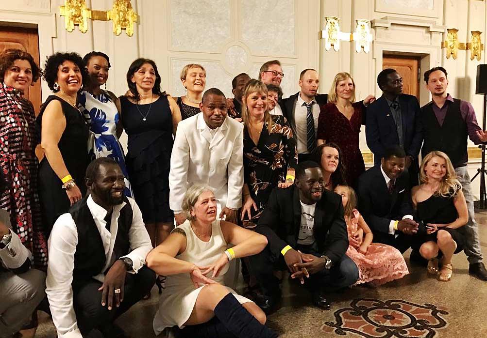 Gruppenfoto 002 korr - Afrika Yetu Ball der Vielfalt 2020